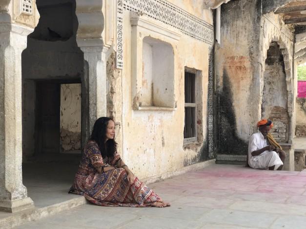 Ileanna Simancas en India